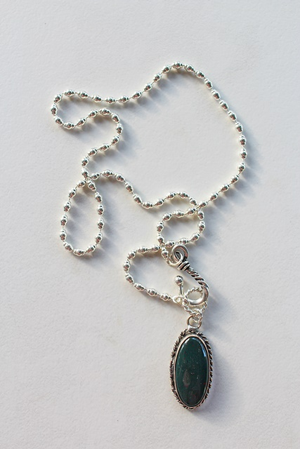 Green Agate Pendant Necklace - The Pine Necklace