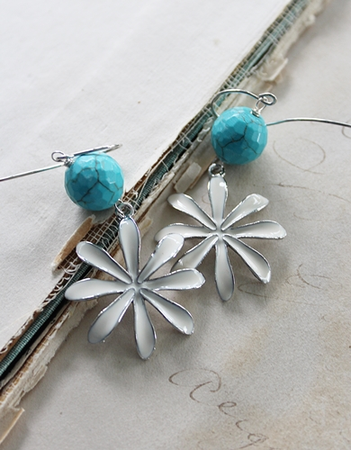 White Flower and Turquoise Earrings - The Summer Earrings