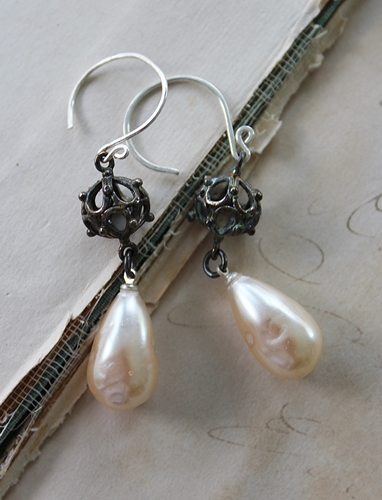 Vintage Glass Pearl Earrings - The Gigi Earrings